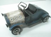 Plechový model sporťáku veterána-modrý K4